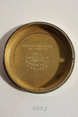 LECOULTRE AUTOMATIQUE EN TRÈS BON ETAT, BOITIER ATYPIQUE, calibre 812, années 50