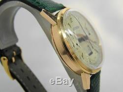 Montre chronographe JAEGER en or 18k mouvement valjoux 72 vers 1950